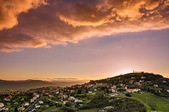 Coucher de soleil sur Veyre-Monton - Sunset (cleostan) Tags: new city light sunset red summer sky orange sun house france green clouds jaune montagne landscape rouge nikon ciel sp lumiere nuages paysage tamron maison f28 auvergne puydedme veyremonton af1750mm d7100 cleostan