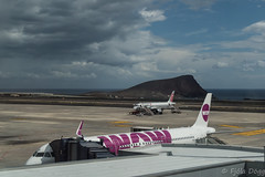 Wow (Fjola Dogg) Tags: vacation holiday canon wow island airport spain europe transport tenerife airplain flugvllur evropa flugvl evrpa tenerifesouthairport wowair canonpowershotg7x canong7x
