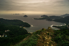 《在釣魚翁上俯盼》-Overlook on High Junk Peak. (AllenPan02) Tags: sea cloud mountain lake hongkong scenery top wave peak overcast surface 香港 overlook 雲 海 風景 天空 湖 山峰 陰 俯視 釣魚翁 面 頂