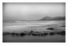 jugando con la niebla (Mauro Esains) Tags: ocean sea sky patagonia costa white black blanco beach fog clouds muelle mar dock iron y negro sandbar playa paisaje cielo nubes comodoro aire niebla libre restinga ocano rivadavia serenidad monocromtico hierros