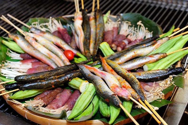 buffet-toi-nuong-va-lau-dac-san-mien-tay-tai-nha-hang-muoi-xiem-201411792058585