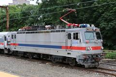 2015-06-18, SEPTA, Trenton NJ (Fototak) Tags: railroad usa train newjersey eisenbahn locomotive septa treno trenton 2305