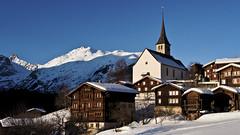 ERNEN IM OBERGOMS (bolliger51) Tags: schnee winter schweiz dorf kirche himmel che blau landschaft wallis häuser holzhaus ernen goms azurblau obergoms wallisvalais schweizsuissesvizzeraswitzerland dorfidylle