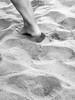 un attimo (dandiben) Tags: mare spiaggia piede biancoenero sabbia impronte caviglia orma