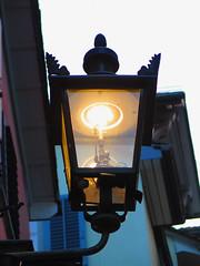 Gaslaternen am Rindermarkt in Zrich (Priska B.) Tags: schweiz switzerland licht swiss gas zrich svizzera laterne ch beleuchtung gasse niederdorf strassenbeleuchtung rindermarkt strassenlampe gaslaterne gaslampe strumpf