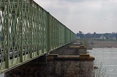 Sully-sur-Loire (Loiret) (sybarite48) Tags: bridge france track viaduct ponte most pont brug brcke kpr viaduc viaduto seguir viaducto  loiret viadukt traccia viyadk  sullysurloire wiadukt   verfolgen    puante izlemek volgen  voixferre  rastrear  ledzi