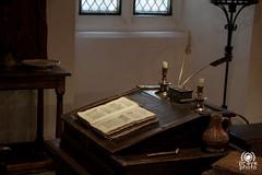 Desk in Bloody Tower (andrea.prave) Tags: uk england london desk bureau londres londra escritorio toweroflondon schreibtisch inghilterra  bloodytower      scrittoio  torredilondra