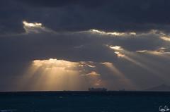 Au travers des nuages (Rosca75) Tags: mer soleil lumire rayon nuage bateau couchdesoleil mditerrane