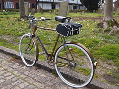 Raleigh Esquire (cycle.nut66) Tags: white bike bicycle wall four cycling bars flat steel olympus raleigh cycle micro ag frame parked kerb saddle brooks esquire thirds roadster 3speed evolt saddlebag sturmeyarcher dynohub epl1 mzuiko
