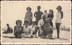 Ascoli com'era: ascolani al mare (~1937) (Orarossa) Tags: italy italia mare estate spiaggia marche sanbenedettodeltronto ascolipiceno joneleporini annamariafarina 0490086