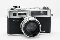 Yashica Electro 35 (rafa.esteve) Tags: camera stilllife item objeto naturalezamuerta