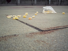 Lost stones (Lukinator) Tags: street urban yellow lost crystals pov stones strasse ground plastic steine gelb lie finepix distributed fujifilm about scattered boden plastik hs20 yellowish verlorene kristalle sackerl strase verteilt gelblich stdtische herumliegen verstreut