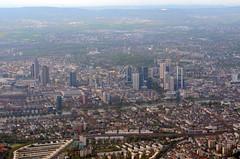 Frankfurt (Wolfgang Binder) Tags: city zeiss germany nikon view frankfurt horizon flight taunus windowseat planar mainhattan planart1450 d7000