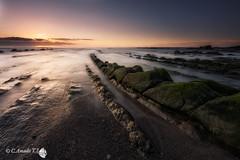 Barrika (Caramad) Tags: light sunset sea espaa seascape luz marina landscape mar agua rocks wave playa olas bizkaia euskalherria rocas wate barrika marcantbrico