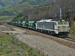 251 (firedmanager) Tags: train tren locomotive pajares mitsubishi locomotora ferrocarril freighttrain renfe trena 251 puertodepajares railtransport túneldelaperruca renfemercancías