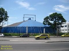 Escola (Janos Graber) Tags: azul riodejaneiro avenida circo taxi céu carros nuvens escola praçadabandeira