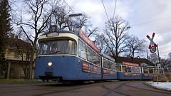 P-Zug 2005/3037 auf der Museumslinie 7 am MVG-Museum auf dem Gelände der Hauptwerkstätte (Frederik Buchleitner) Tags: 2005 munich münchen tram streetcar 3037 trambahn pwagen linie7 strasenbahn museumstram mvgmuseum museumslinie