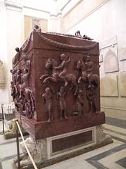 Rome 117 (Nemoleon) Tags: november rome sarcophagus porphyry 2015