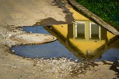 Kleine Welt steht Kopf (fotomanni.de) Tags: bayern deutschland franken spiegelung radtour mittelfranken radfahren pfütze radeln aischgrund ipsheim neustadtaisch