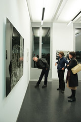 Peter Schlr - Light Fall- Ausstellungserffnung bei Arte Giani-bw_20160302_2727.jpg (Barbara Walzer) Tags: ausstellung kunstausstellung lightfall peterschlr 020316 artegiani