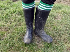 Wellies at their best: wet and muddy! (essex_mud_explorer) Tags: black wet water socks mud boots dirty wellington welly wellies muddy rubberboots gummistiefel wellingtons schlamm wellingtonboot cebo footballsocks rubberlaarzen