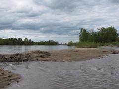 IMG_9516 (NICOB-) Tags: soleil eau sable arbres cher pont nuages bourgogne loire plage reflets printemps fleuve le nivre cosnesurloire pontdecosne