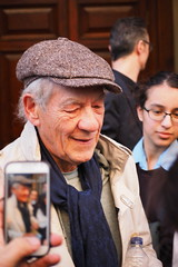 Sir Ian McKellen x Candid Portraits Ltd (lovellpatrick754) Tags: hat scarf candid applestore xmen gandalf magneto filmactor ianmckellen britishactor sirianmurraymckellen