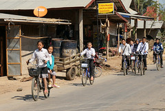 048. Laos. En rentrant de l'cole... (beatrice.boutetdemvl) Tags: bicycle children enfants laos schoolgirls vlos schoolboys coliers