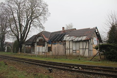 Station building , elazno train station 11.04.2016 (szogun000) Tags: old railroad building station architecture canon track decay platform poland polska rail railway rundown pkp lowersilesia dolnolskie dolnylsk canoneos550d canonefs18135mmf3556is d29322 elazno