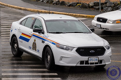 Central Island RCMP Traffic Services - Slicktop Ford Police Interceptor Sedan (West Coast Emergency Photography) Tags: canada bc britishcolumbia victoria vancouverisland rcmp royalcanadianmountedpolice fordtaurus colwood slicktop nleaf fordpoliceinterceptorsedan centralislandrcmptrafficservices
