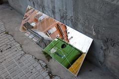 En la basura.191/265 (Susana RC) Tags: calle espejo reflejo basura urbano 365 proyecto365
