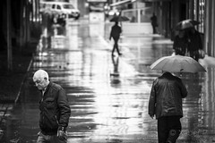 _JPX8610 (Xabier Pieiro) Tags: people bw byn rain contrast umbrella canon calle lluvia gente streetphotography bn contraste fujifilm streetphoto paraguas ferrol xseries oldfilm fd70210 xpro1