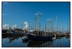 Vissershaven Urk (voorhammr) Tags: john jan maurice boten debby zon vuurtoren henk urk schepen blauwelucht cameranunl