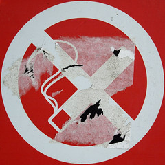 defaced no-smoking sign (chrisinplymouth) Tags: sign warning smoking round squaredcircle squircle nosmoking nosign forbidding cw69x