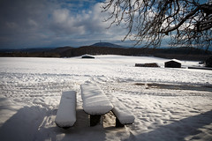 Es schneit (Maximilian Kau) Tags: schnee canon eos 650d germany deutschland winter hessen landschaft lahndillkreis ldk wald hohenahr hohensolms dorf feld himmel baum tisch snow lightroom sonntag efs18135mm dslr sky eu europa outdoor f3556 is stm de ger