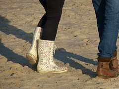Beach walk (willi2qwert) Tags: beach girl strand women wellies rubberboots gummistiefel wellingtons gumboots rainboots regenstiefel