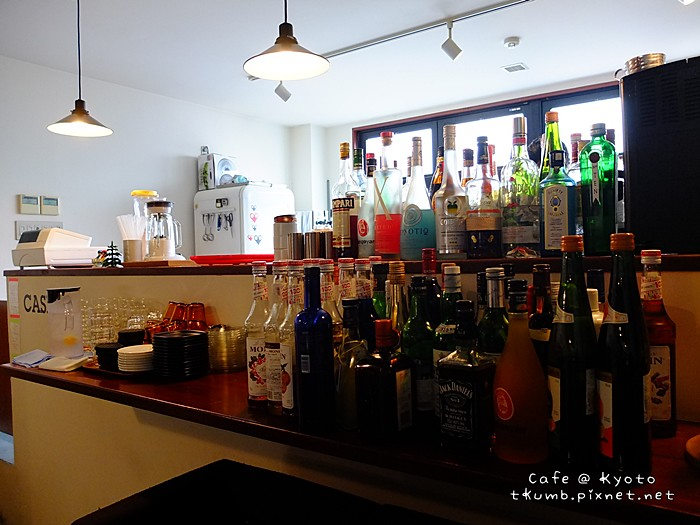 2013TRACTION BOOK CAFE07.jpg