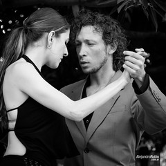 Tango dancers (.Alejandro Rubio.) Tags: argentina argentine buenosaires dancers arms danza tango recoleta baile brazos bailarines alerubio plazafrancia tanguero
