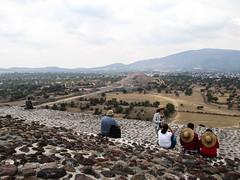 "Teotihuacan: au sommet de la pyramide du Soleil <a style=""margin-left:10px; font-size:0.8em;"" href=""http://www.flickr.com/photos/127723101@N04/25512231392/"" target=""_blank"">@flickr</a>"