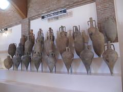COMACCHIO - Museo della Nave Romana (Roman Shipwreck Museum): Ship cargo (Andra MB) Tags: italien italy vacances italia roman urlaub shipwreck italie emiliaromagna 2015 vacanta concediu epave epava commachio