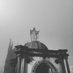 Misericordia (Len Reyes) Tags: guadalupe cripta santuario mausoleo cuetzalan jesucristo