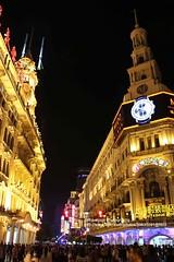 Shanghai, Nanjing Rd. at night (blauepics) Tags: china road city house building architecture night lights store shanghai nacht haus stadt architektur nanjing department gebude lichter sincere kaufhaus wingon schanghai