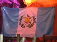 """Flores: le drapeau guatémaltèque <a style=""""margin-left:10px; font-size:0.8em;"""" href=""""http://www.flickr.com/photos/127723101@N04/26235221526/"""" target=""""_blank"""">@flickr</a>"""