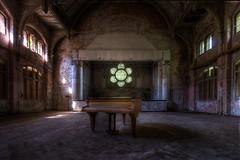 Der Flgel (Sven Grard (lichtkunstfoto.de)) Tags: abandoned hospital nikon piano verlassen urbex flgel klavier vergessen lostplace beelitz heilsttten