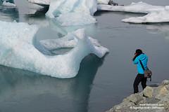 shs_n8_056825 (Stefnisson) Tags: ice berg landscape iceland photographer photographers tourist tourists glacier hiker hikers iceberg gletscher glaciar sland icebergs jokulsarlon breen jkulsrln ghiacciaio jaki vatnajkull jkull jakar s gletsjer ljsmyndari ln  glacir feramaur gngumaur tristar sjaki ljsmyndarar tristi feramenn sjakar gnguflk stefnisson