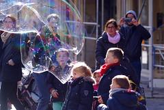 De magie van zeepbellen.  001 (George Ino) Tags: copyright holland netherlands kids backlight children parents soap utrecht kinderen nederland ouders tegenlicht zadelstraat giantsoapbubble georgeino georgeinohotmailcom naturenatuurnatur zeepbellem