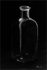 Botella (Modest Minguella (On/Off)) Tags: white black blancoynegro blanco negro blanc negre botle botella blancinegre canoneos500d
