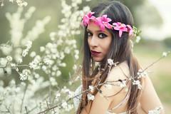 Alaitz (Pablo Caas) Tags: light portrait flores flower beautiful beauty mujer model modeling retrato modelo ojos bosque cinta mirada aire libre belleza luznatural modelingfashion alaitzconde