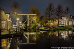 Rozendaal (JdJ Photography (www.jdj-photography.nl)) Tags: street longexposure bridge trees houses windows reflection cars wet water netherlands night boats evening living town canal bomen europa europe village view nacht streetlights country nederland nat boten ramen land parked autos brug uitzicht avond gemeente continent province dorp noordholland waterland gracht huizen straat municipality monnickendam reflectie benelux wonen geparkeerd provincie northholland rozendaal langesluitertijd straatverlichting fluwelenburgwal zonnepad