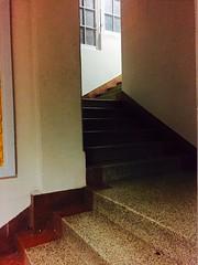 """Soire avec mes filles. Spectacle des """"Chiche Capon"""" (fourmi_7) Tags: humour soire thatre groupe escalier couloir artistes partir spectacle marches troupe monter rentrer descendre"""